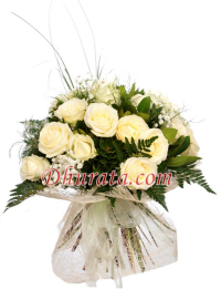 Bouquet of 15 white roses.