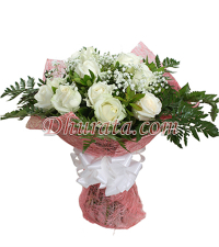 Bouquet of 12 white roses.